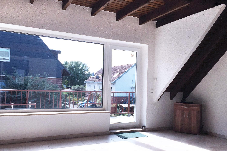 sch ne helle 4 zimmer maisonette wohnung mit gro em balkon onevalue immobilien. Black Bedroom Furniture Sets. Home Design Ideas